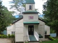 Vooraanzicht van de kerk